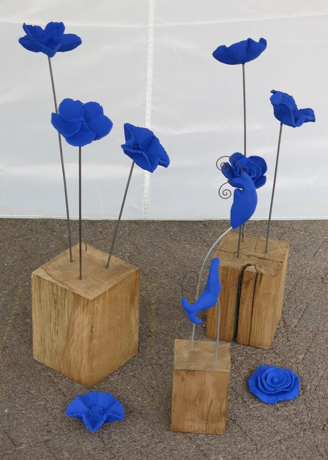 fleurs en c ramique peinte sur tige. Black Bedroom Furniture Sets. Home Design Ideas
